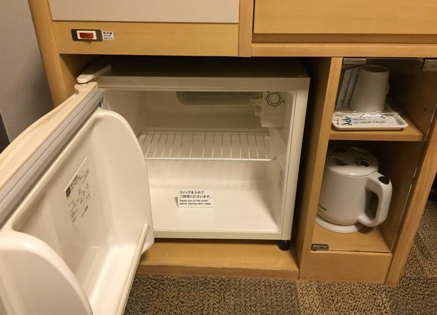 リッチモンドホテル浜松の部屋の冷蔵庫の写真