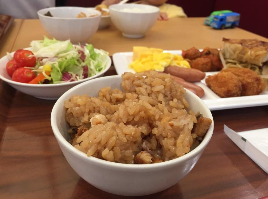 リッチモンドホテル浜松の朝食のウナギご飯の写真