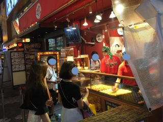 大阪でたこ焼きを買った時の写真