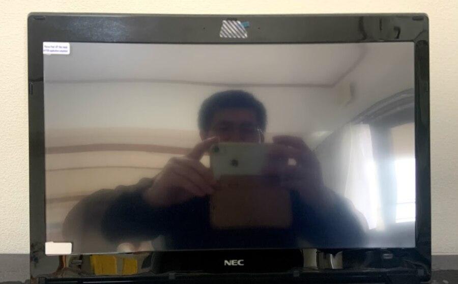 反射防止フィルムをノートパソコンに重ねてみた