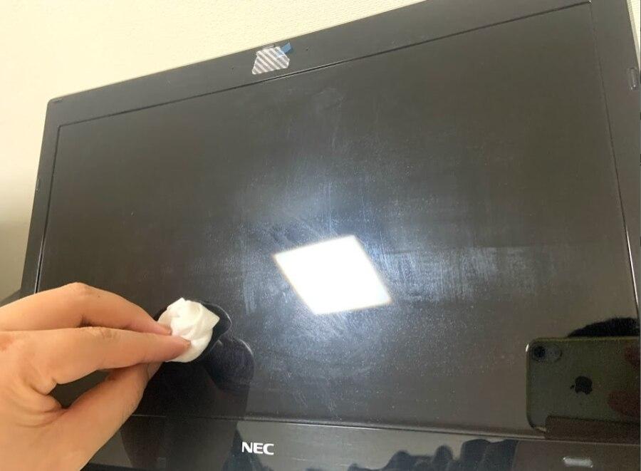 ノートパソコンの液晶画面を掃除
